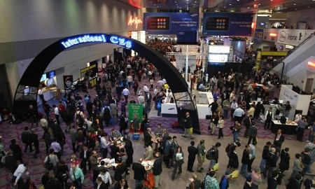 The lobby of the Las Vegas Convention Center is shown during the 2012 International Consumer Electronics Show (CES) in Las Vegas, Nevada January 10, 2012. CES, the world's largest consumer technology tradeshow, runs January 10-13. REUTERS/Steve Marcus (UNITED STATES - Tags: BUSINESS SCIENCE TECHNOLOGY)