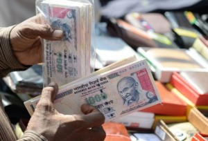 INDIA-ECONOMY-CURRENCY